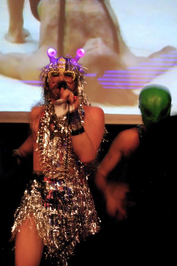 Ian MacKinnon and Alien 5