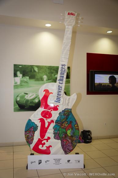 guitartown art sculptures - Love