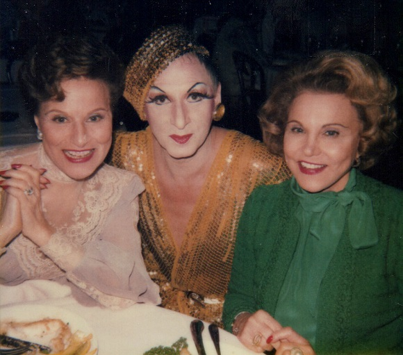 """James """"Gypsy"""" Haake with twin sisters Pauline Phillips and Eppie Lederer,  the advice columnists behind the Dear Abby and Anne Landers  columns."""