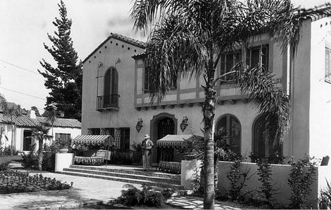 The Garden of Allah, circa 1927, at 8080 Sunset Blvd., was demolished in 1959 (Photo courtesy Los Angeles Public Library).