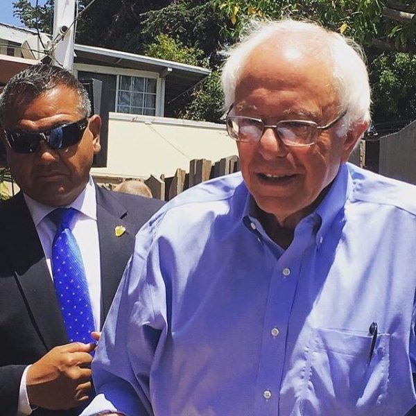 A photo tweeted by #BeachNation of Bernie Sanders in front of the restaurant today.